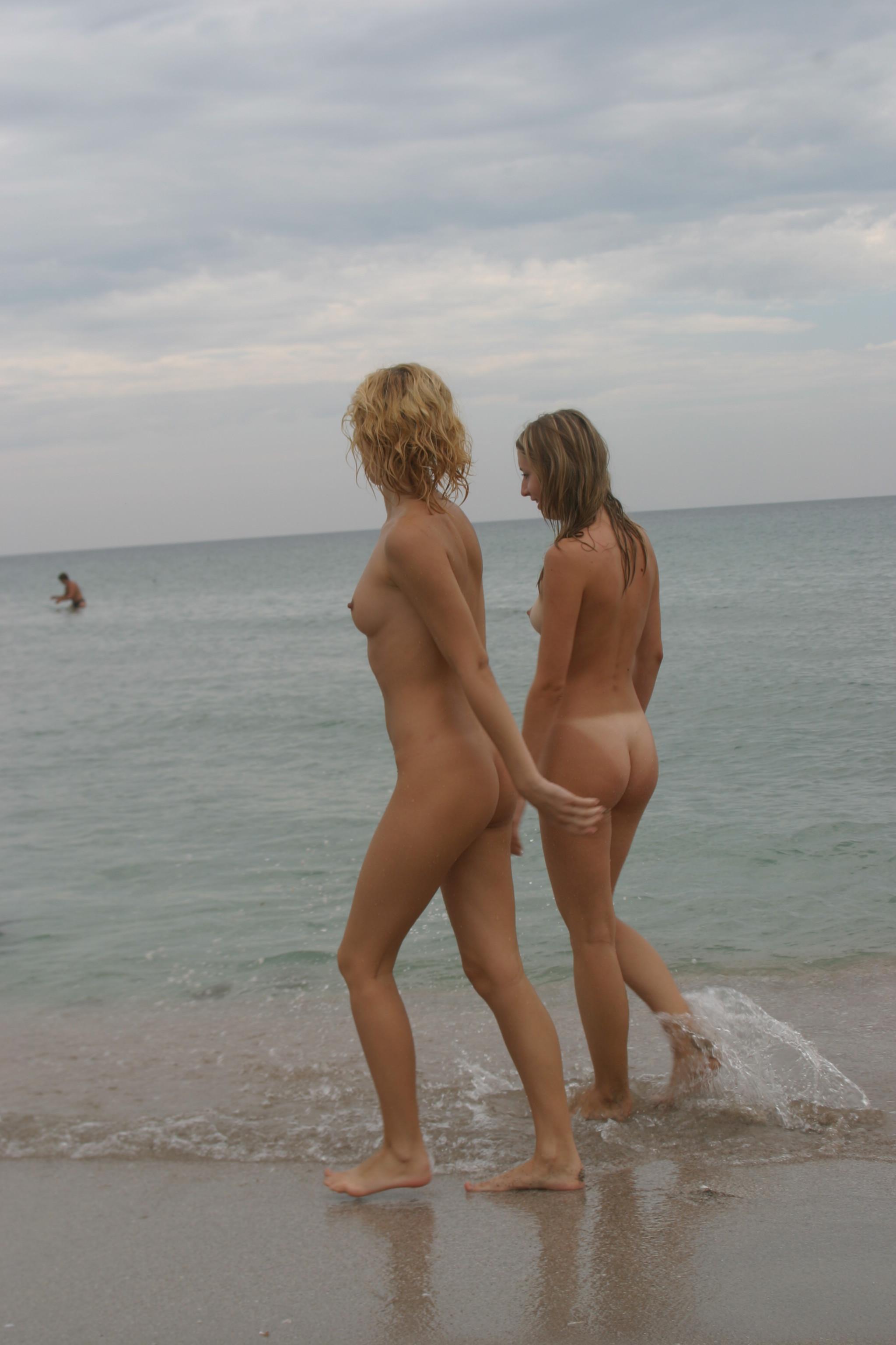 vika-y-lena-l-beach-nude-in-public-metart-04
