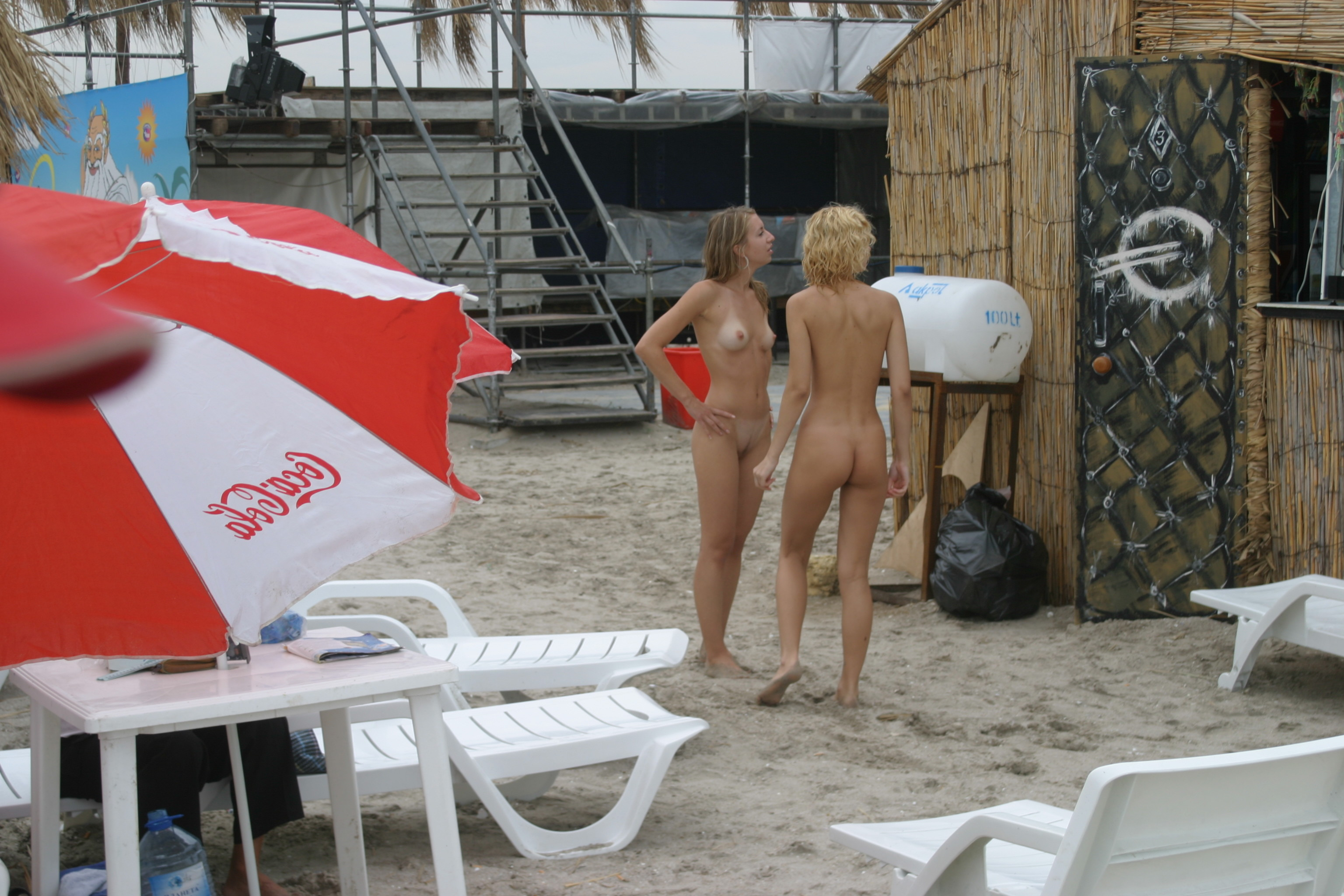 vika-y-lena-l-beach-nude-in-public-metart-07