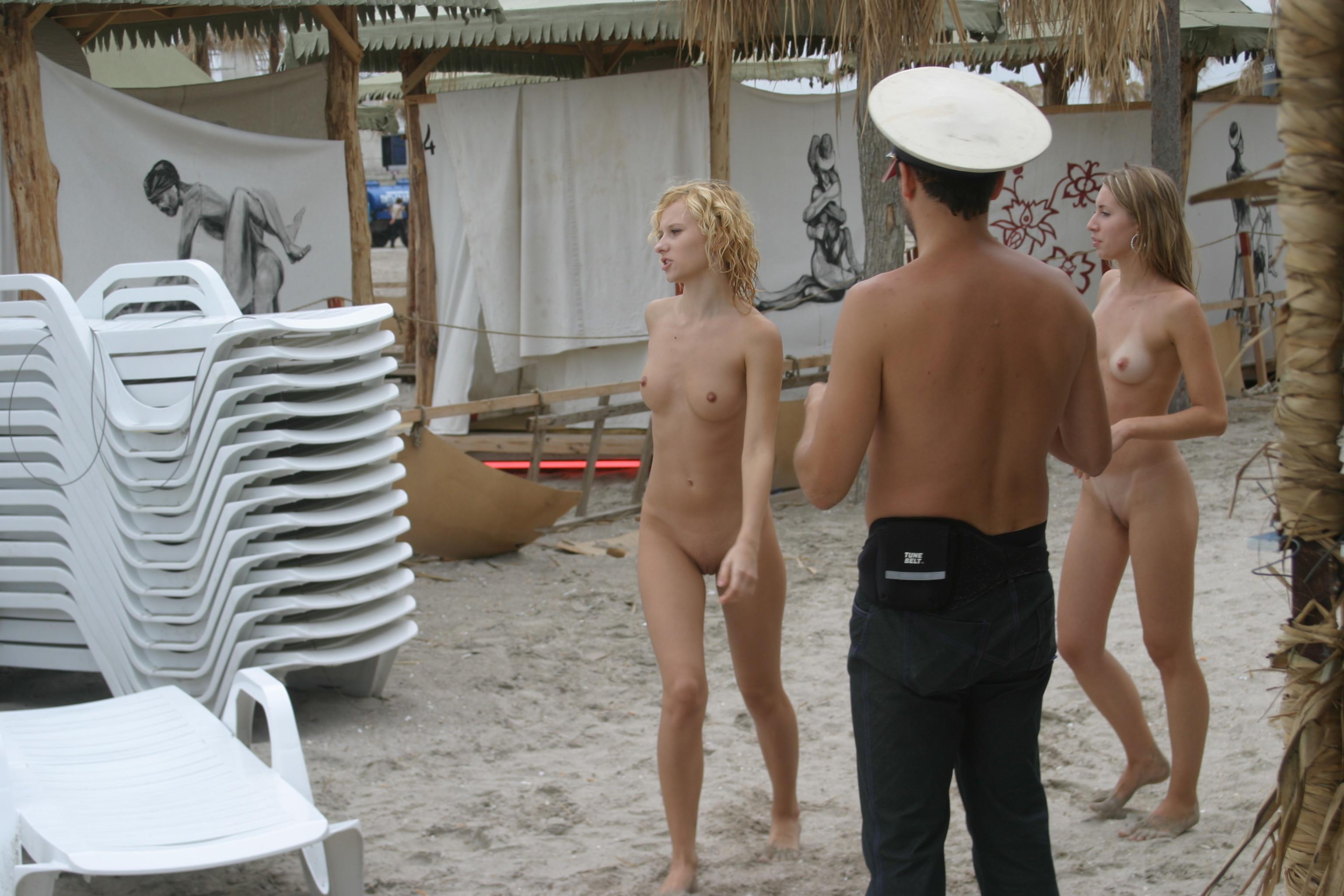 vika-y-lena-l-beach-nude-in-public-metart-08