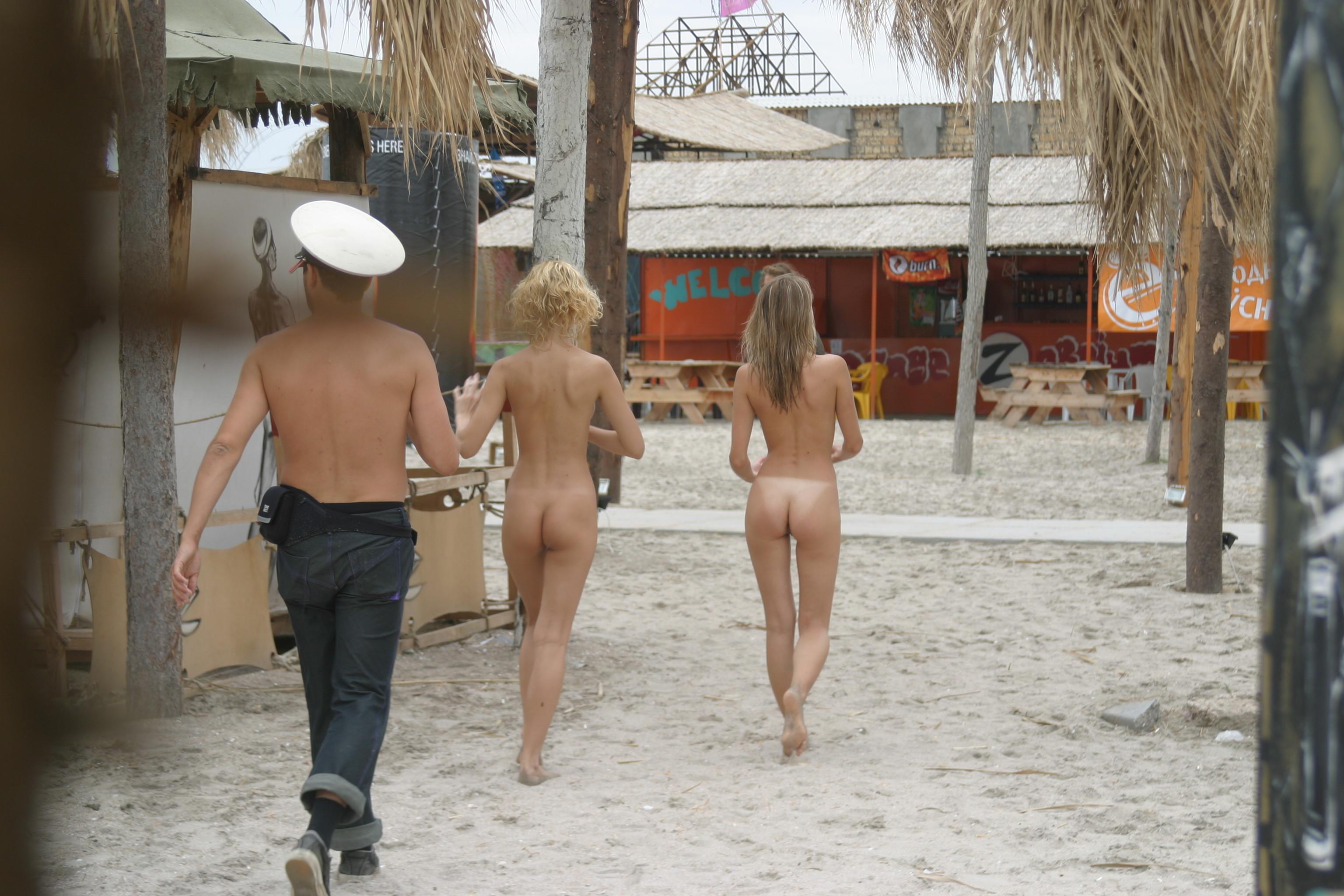 vika-y-lena-l-beach-nude-in-public-metart-09