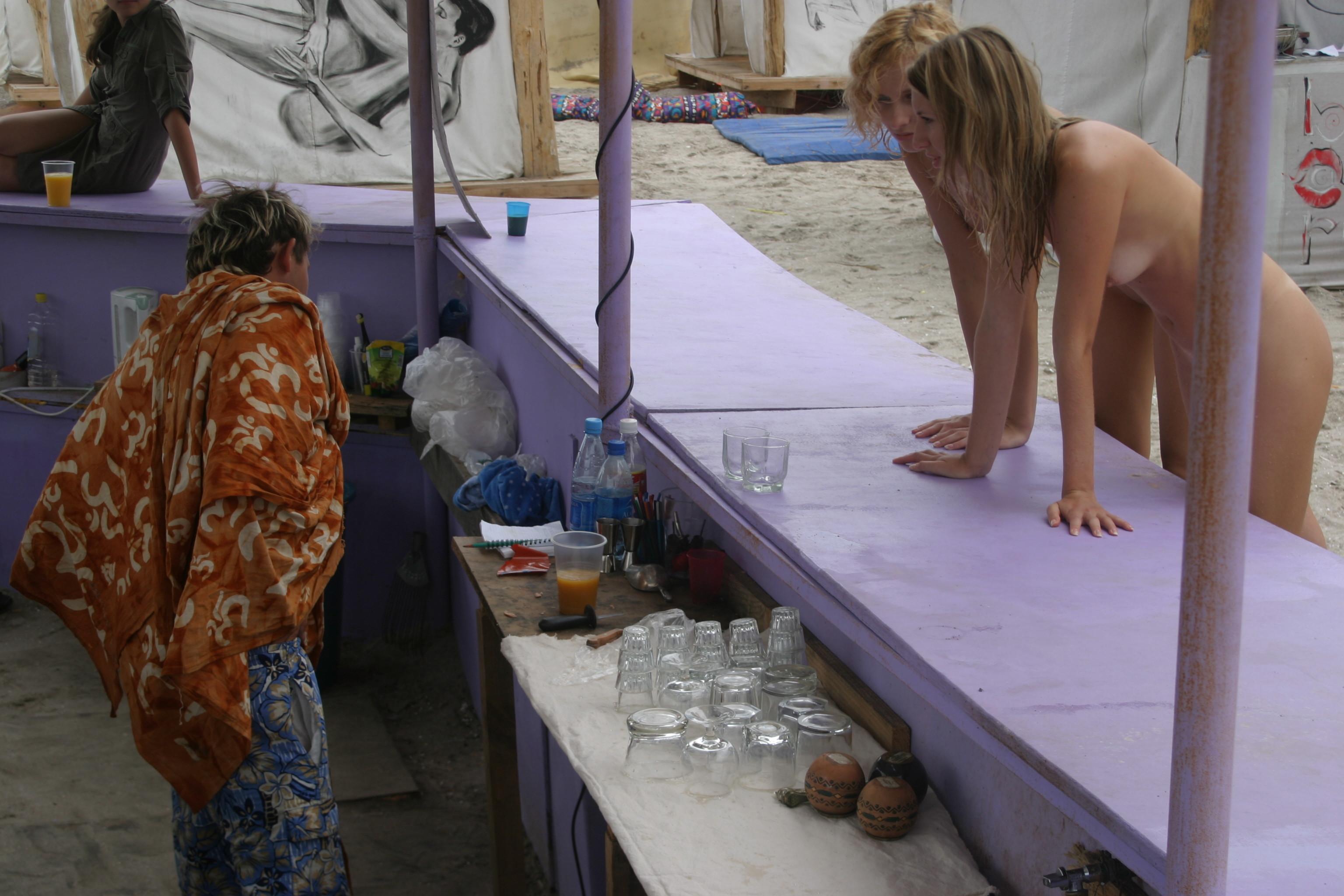 vika-y-lena-l-beach-nude-in-public-metart-14