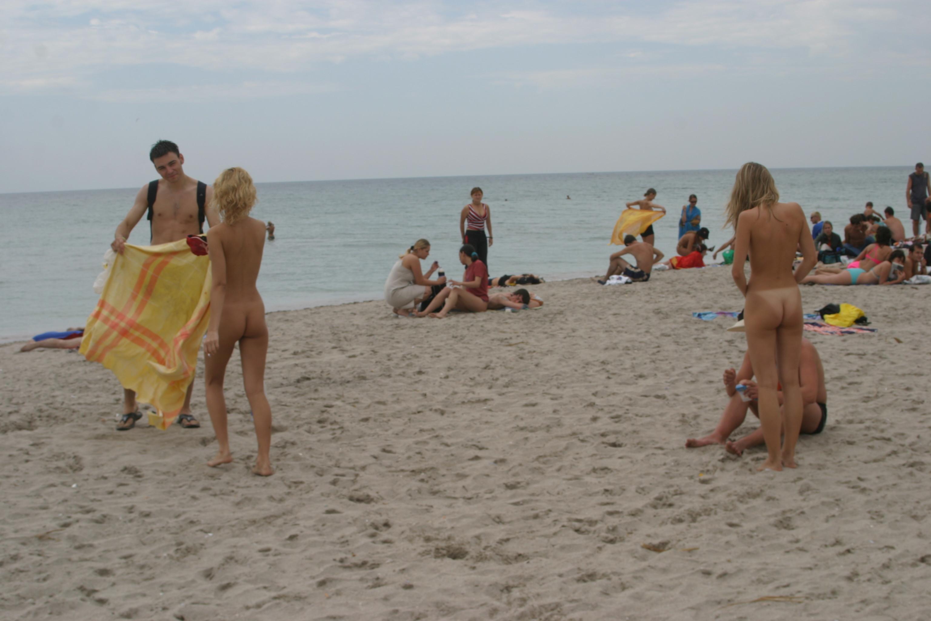 vika-y-lena-l-beach-nude-in-public-metart-24