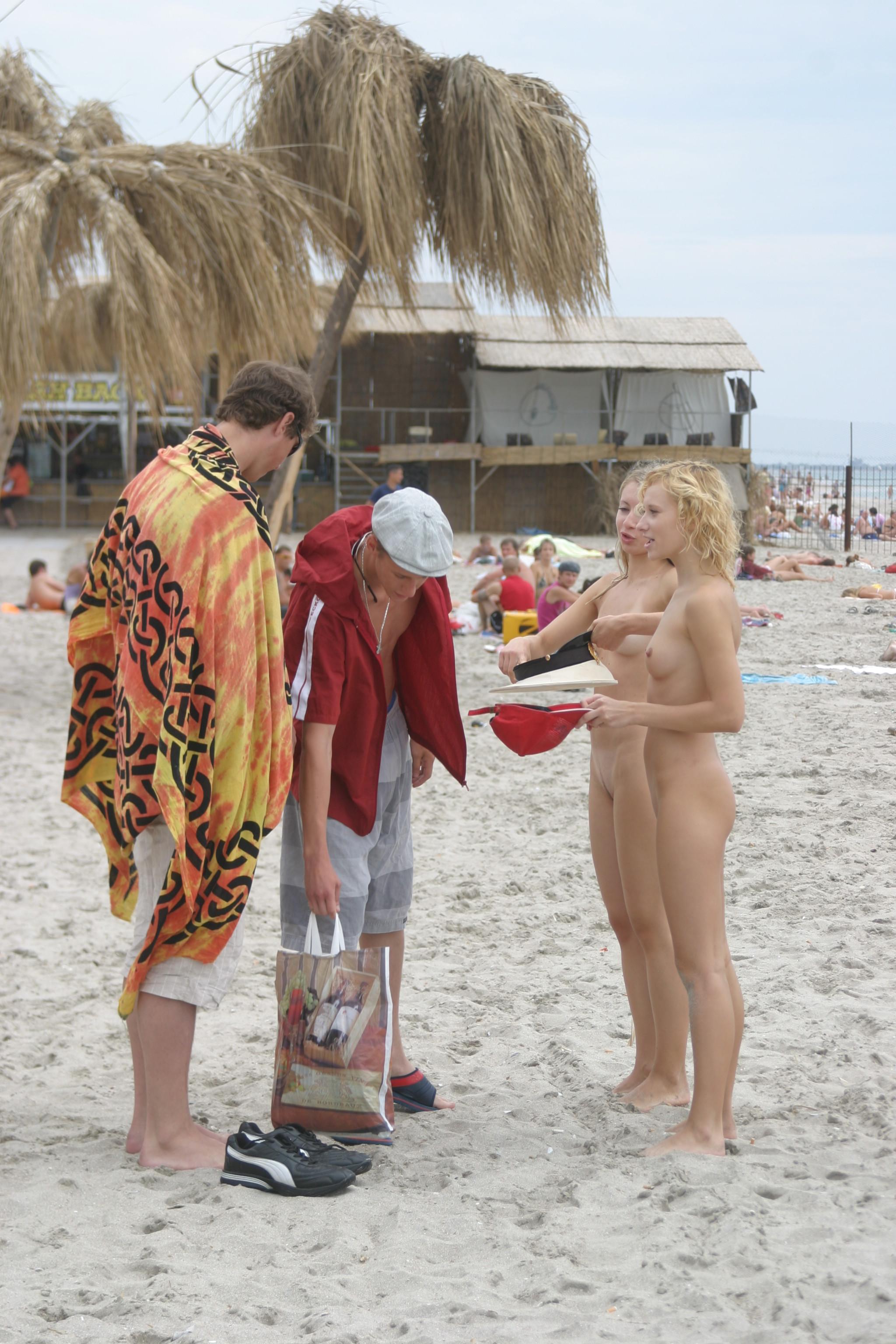vika-y-lena-l-beach-nude-in-public-metart-29