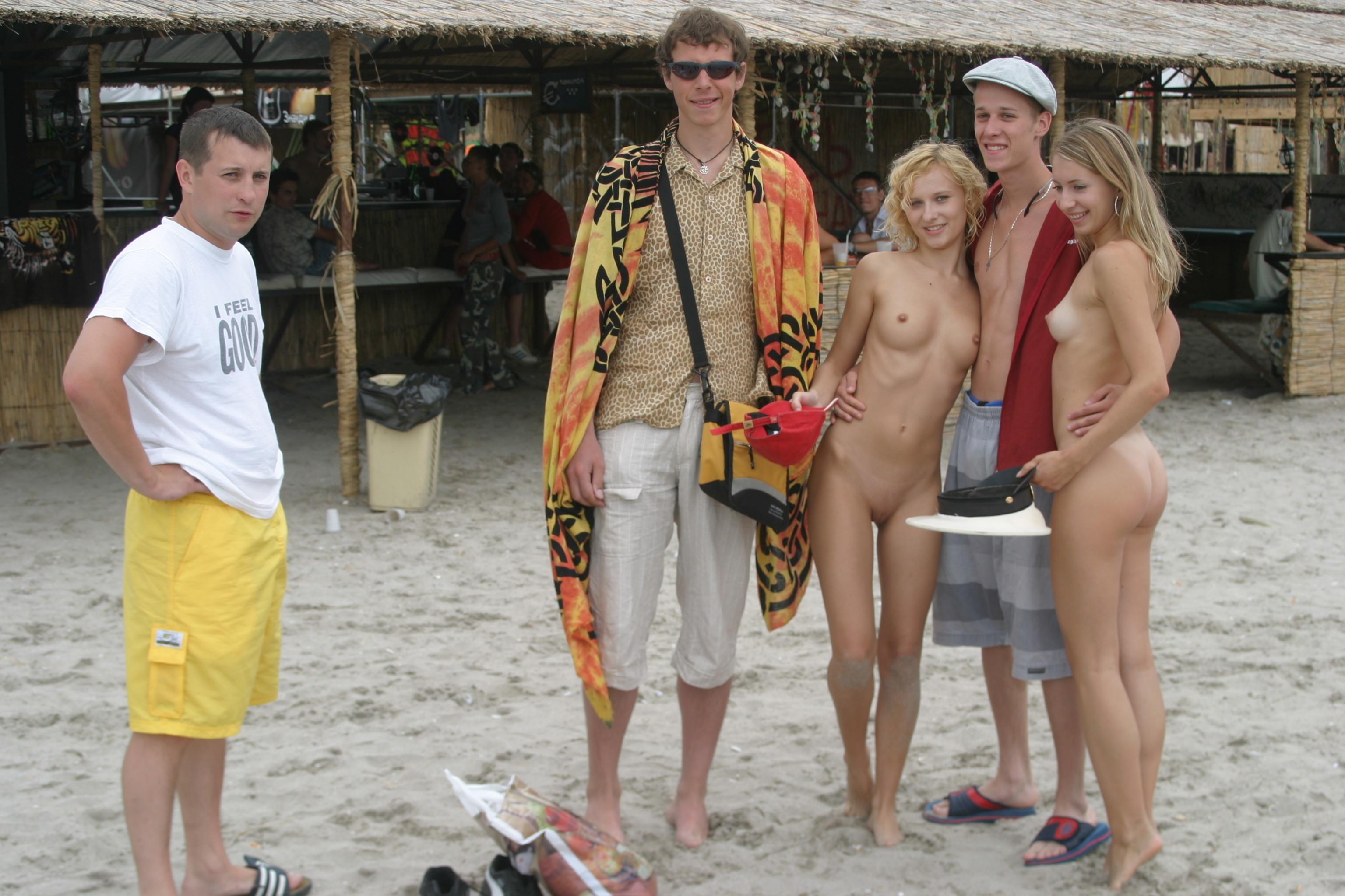 vika-y-lena-l-beach-nude-in-public-metart-31