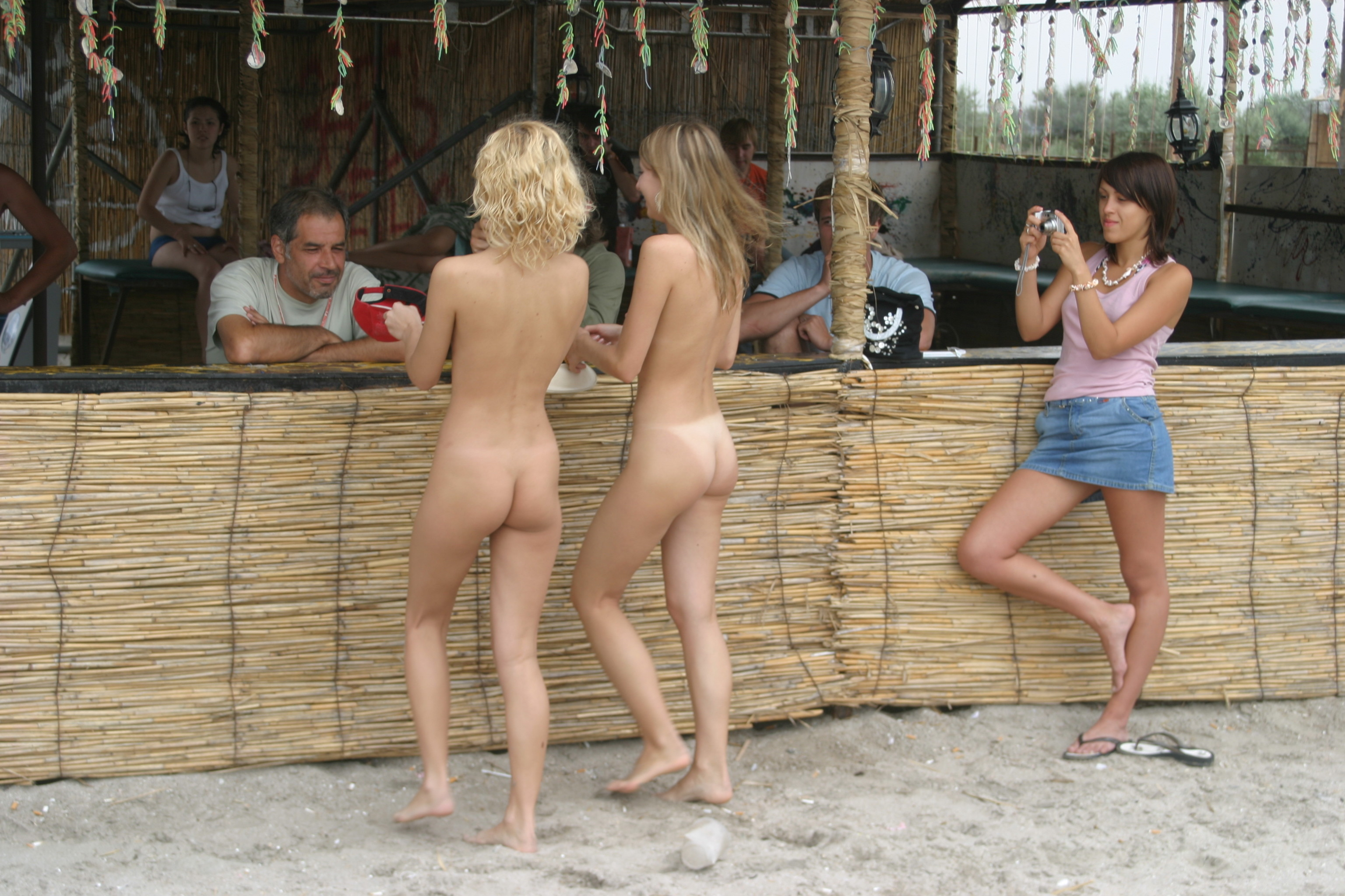 vika-y-lena-l-beach-nude-in-public-metart-34