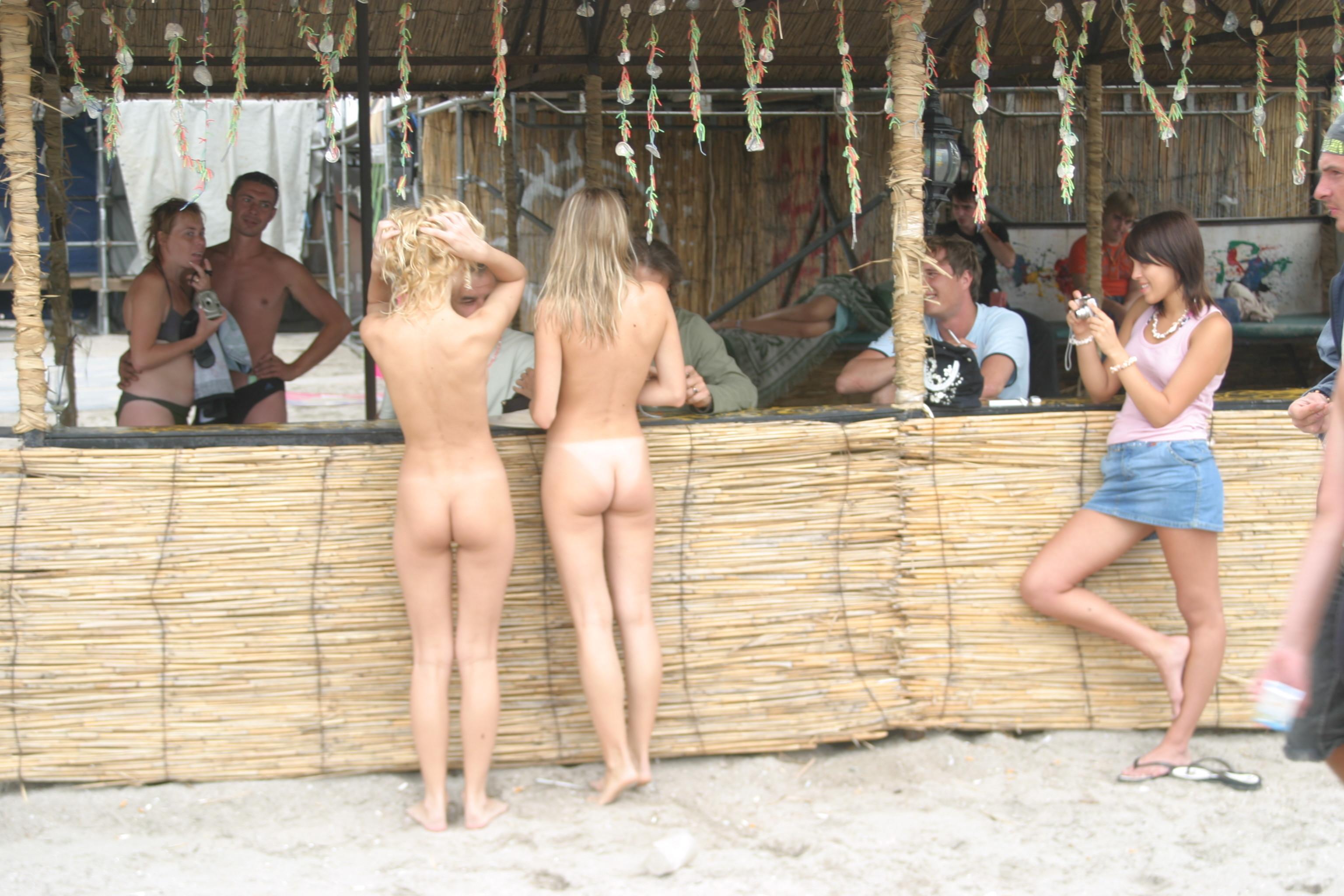 vika-y-lena-l-beach-nude-in-public-metart-35