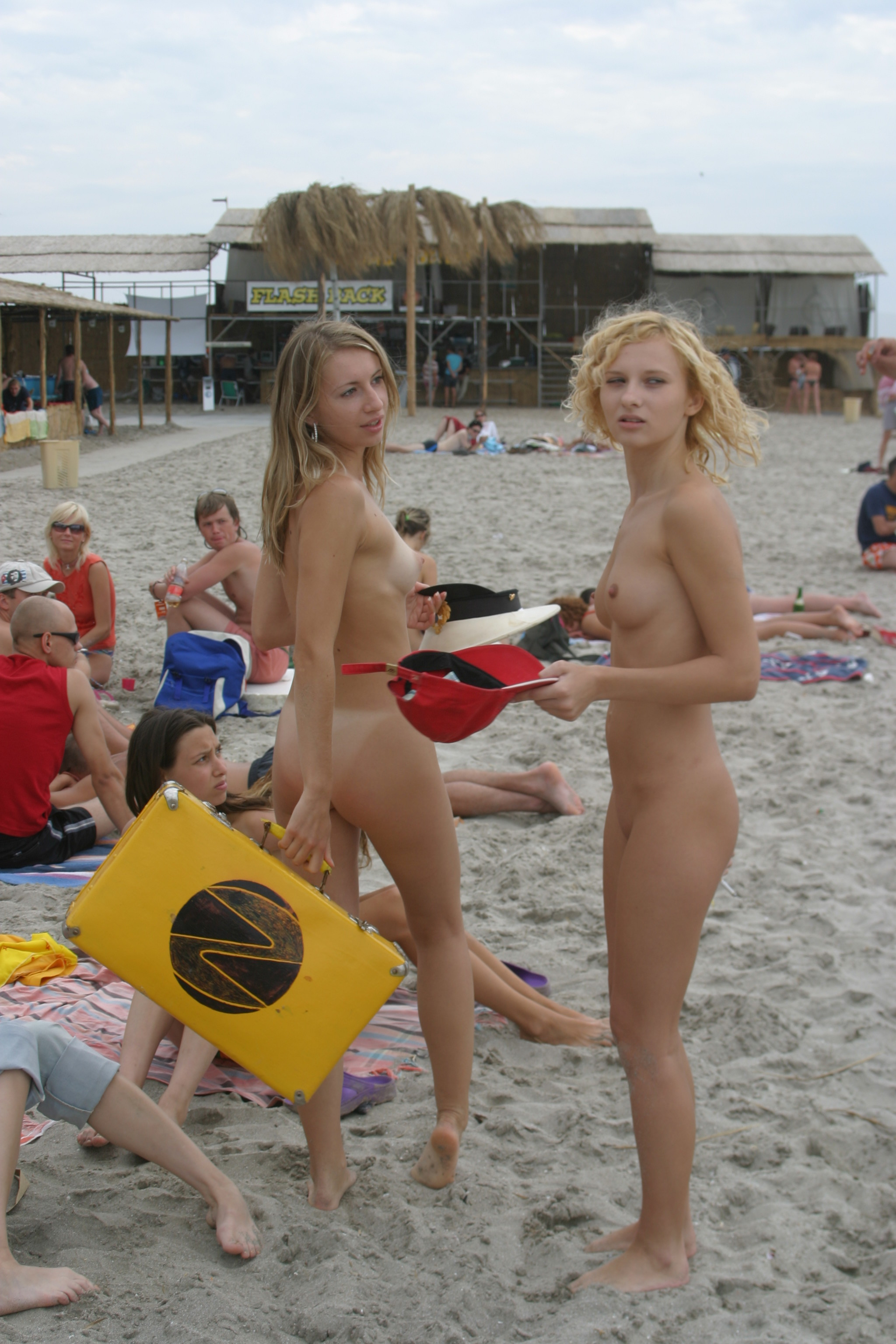 vika-y-lena-l-beach-nude-in-public-metart-37