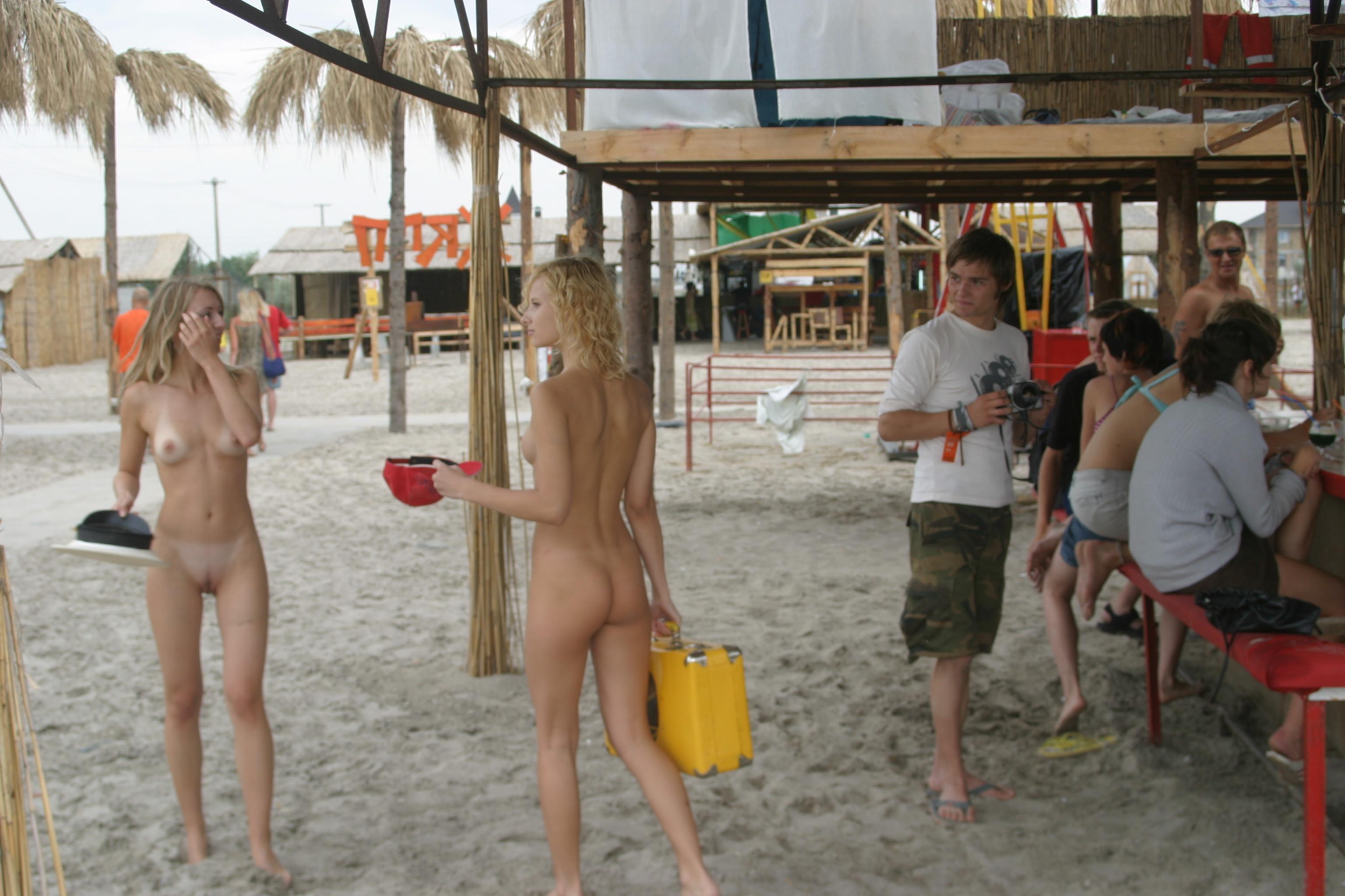 vika-y-lena-l-beach-nude-in-public-metart-43