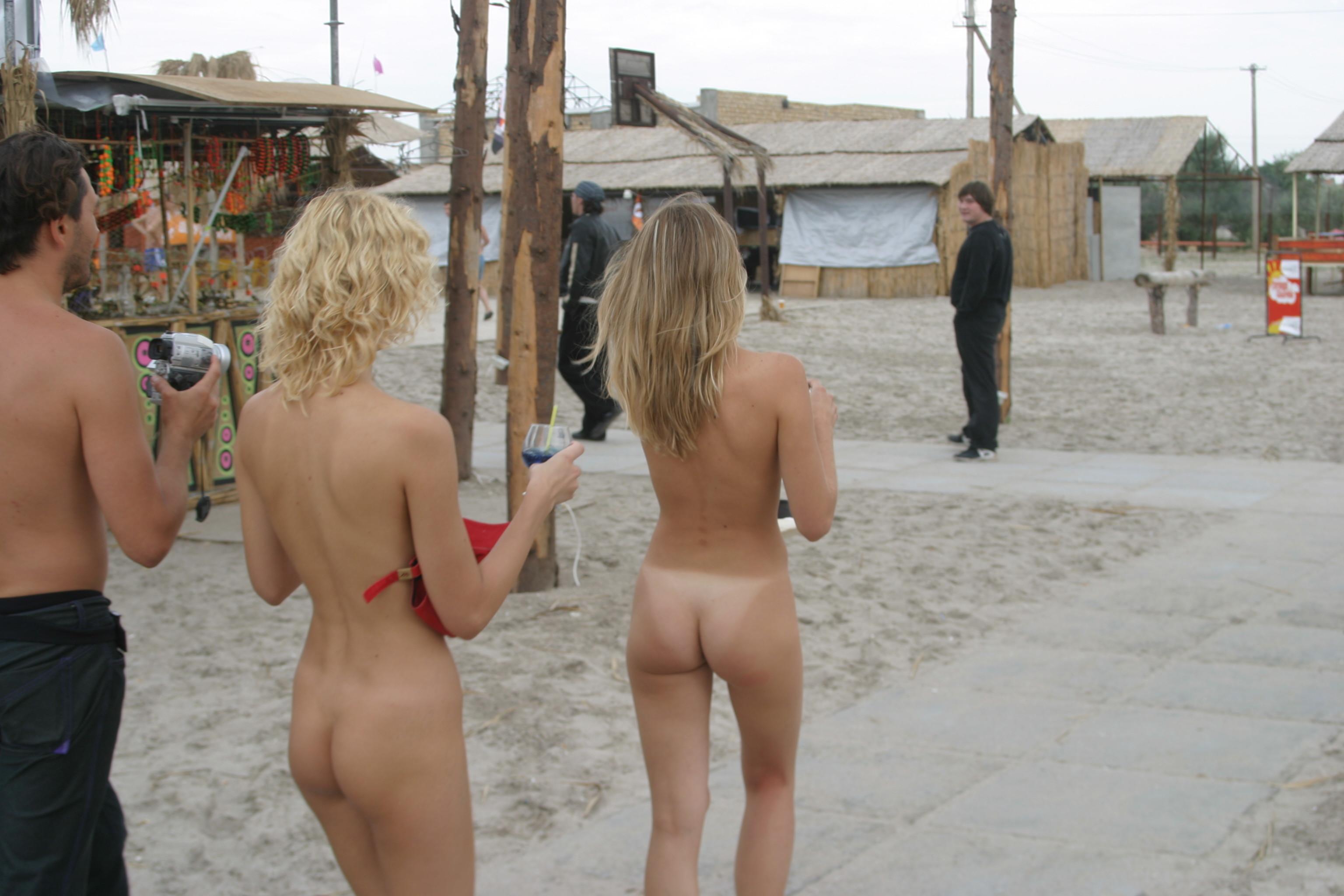 vika-y-lena-l-beach-nude-in-public-metart-51