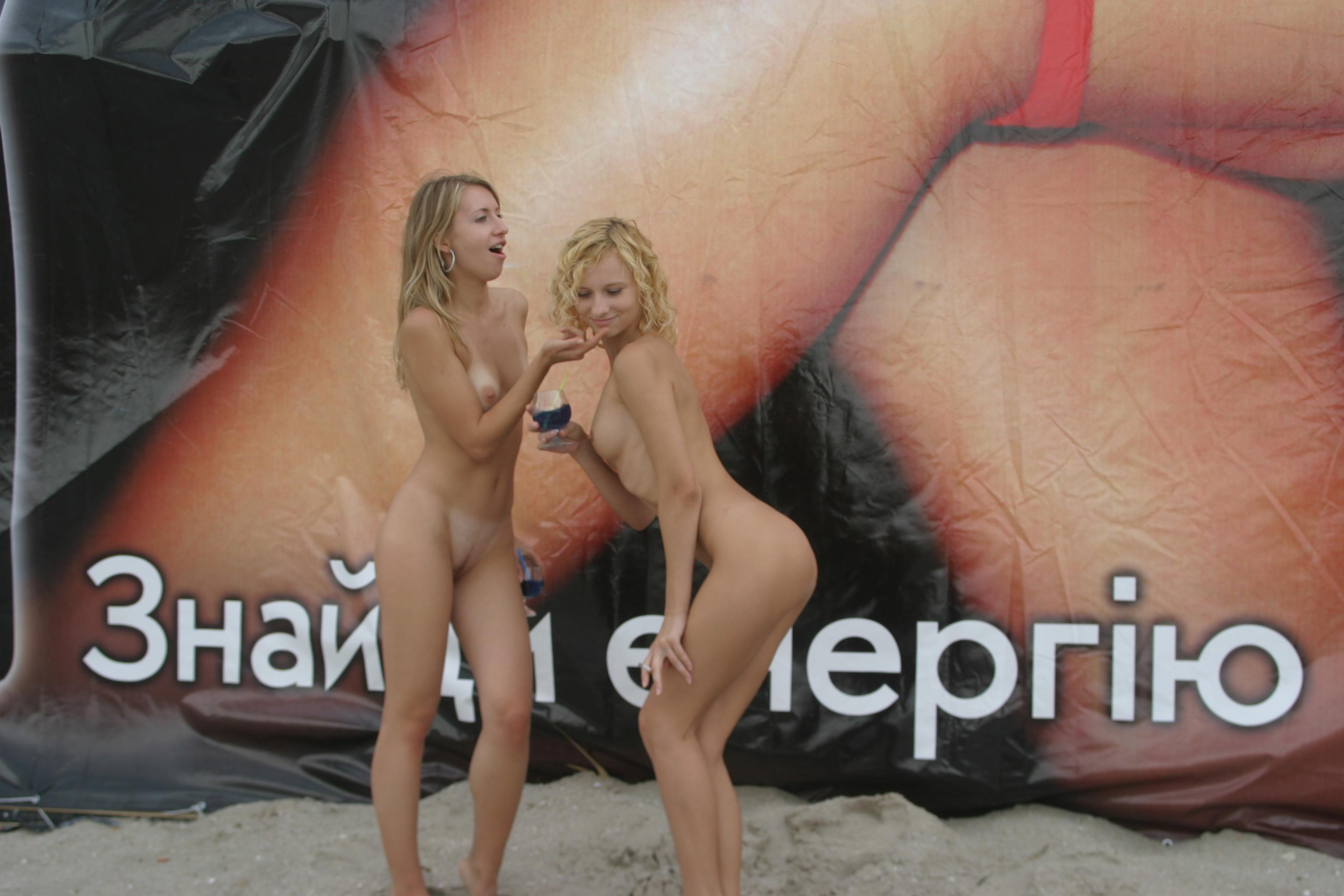 vika-y-lena-l-beach-nude-in-public-metart-53