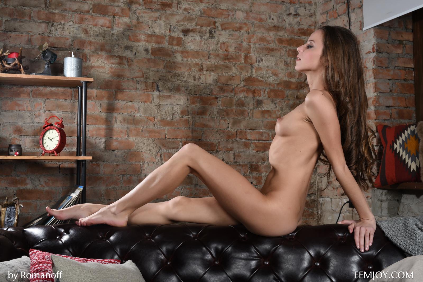 lili-z-skinny-nude-leather-sofa-femjoy-21