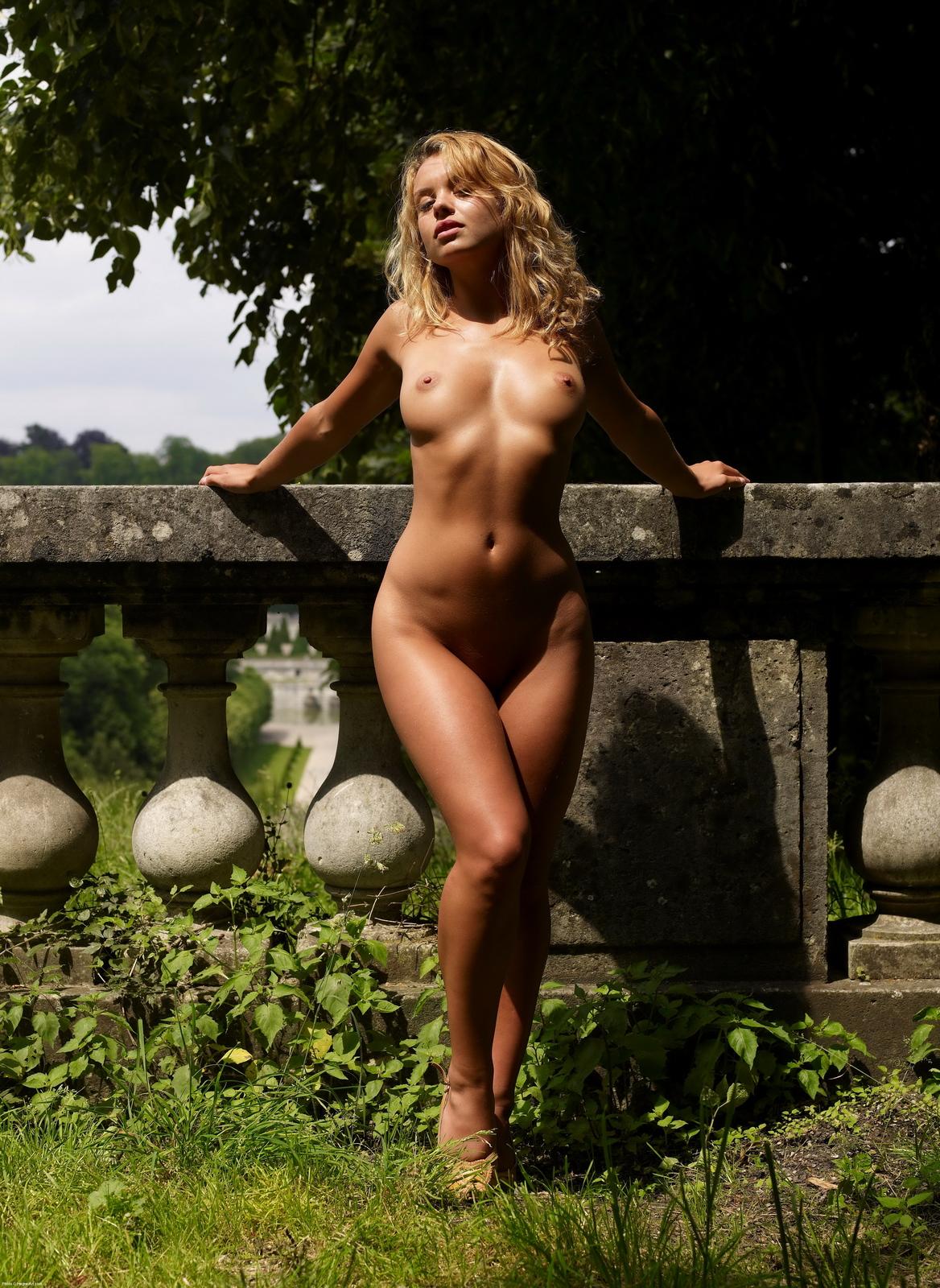 женщины с бедрами фото голые интересного развратного