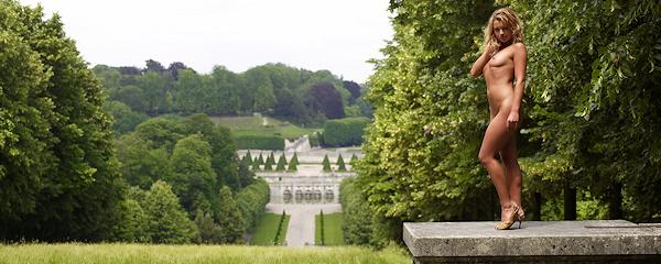Lisa Marie in royal gardens