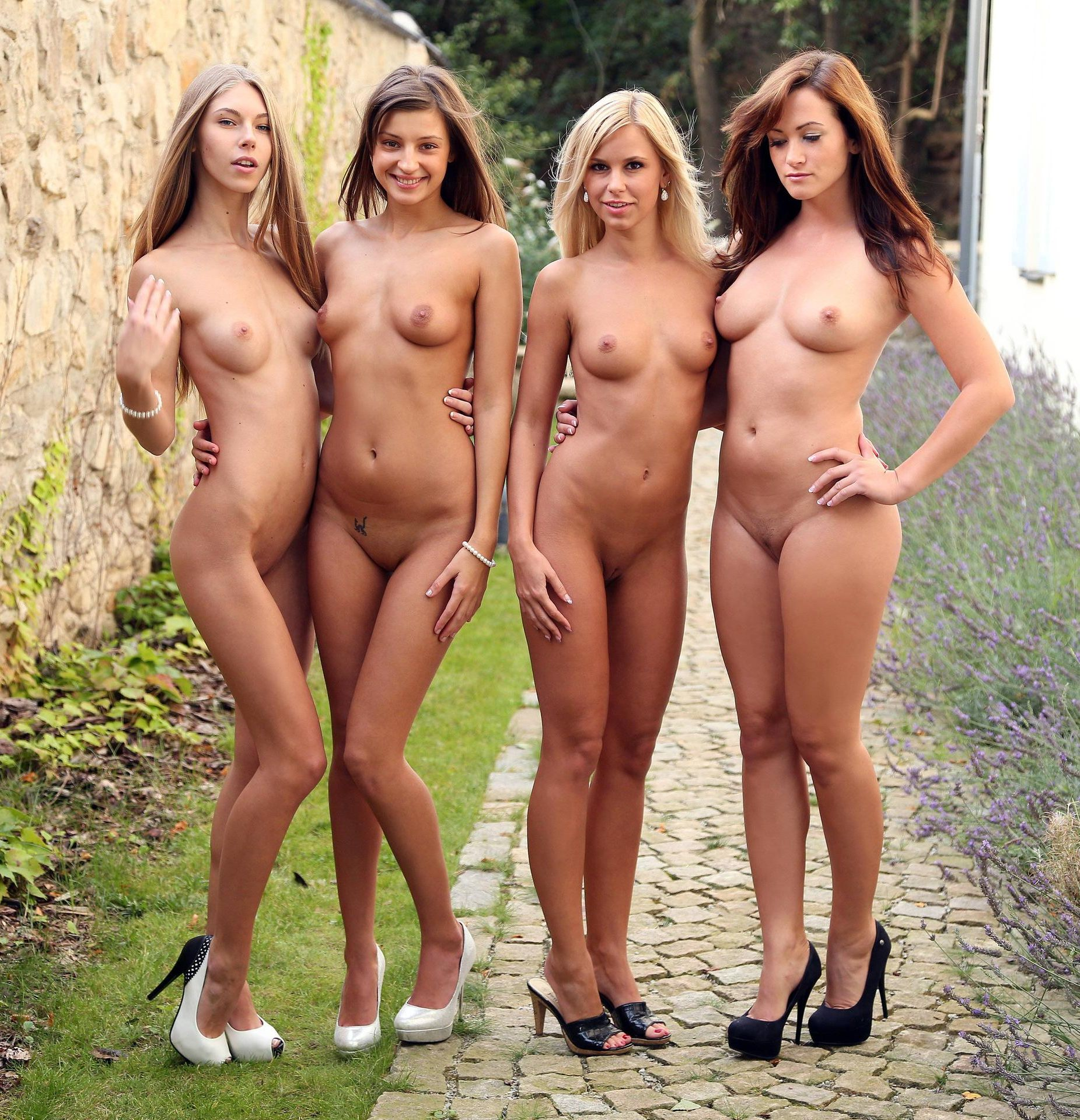 Lots of naked women — pic 4