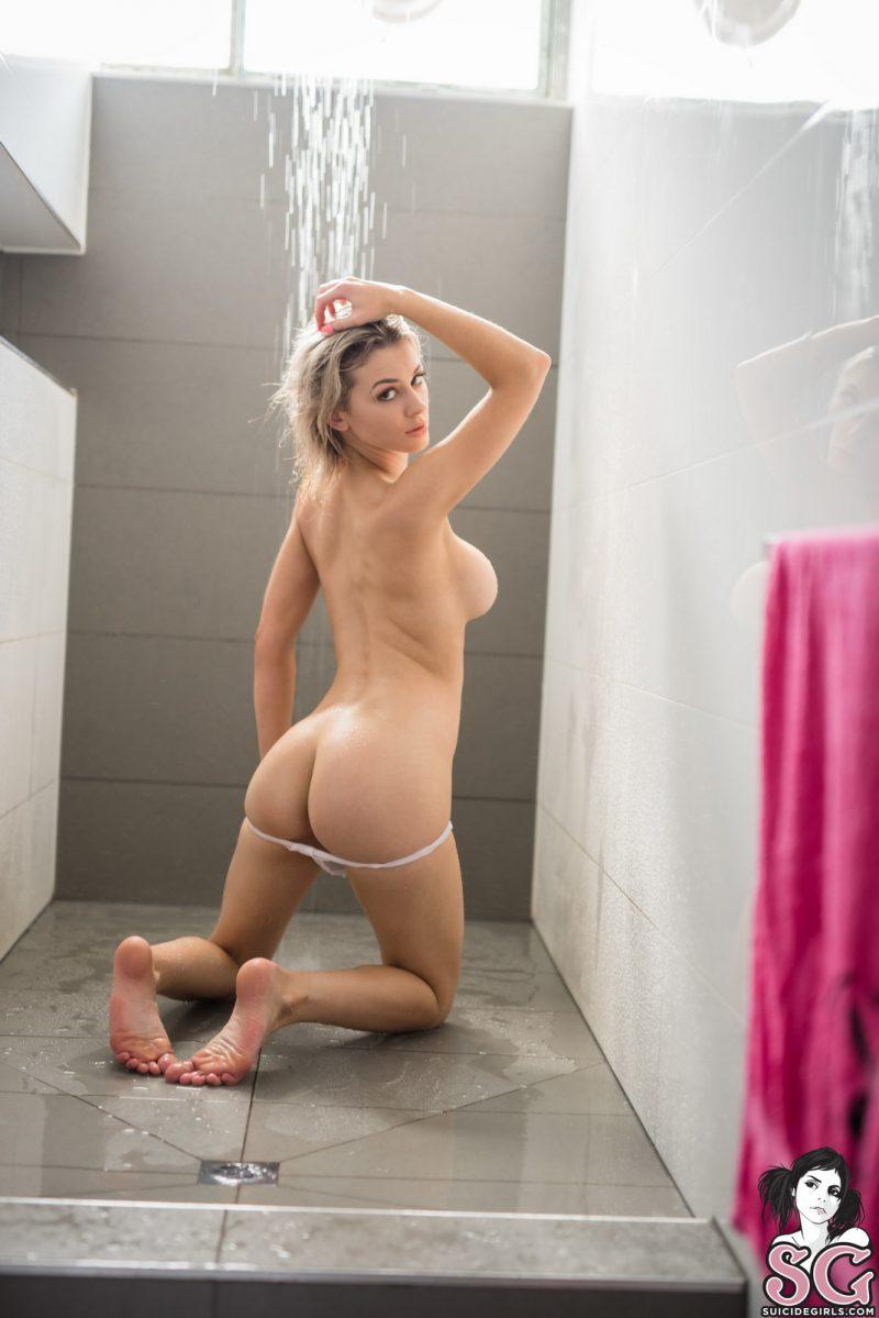 Loulux Nude