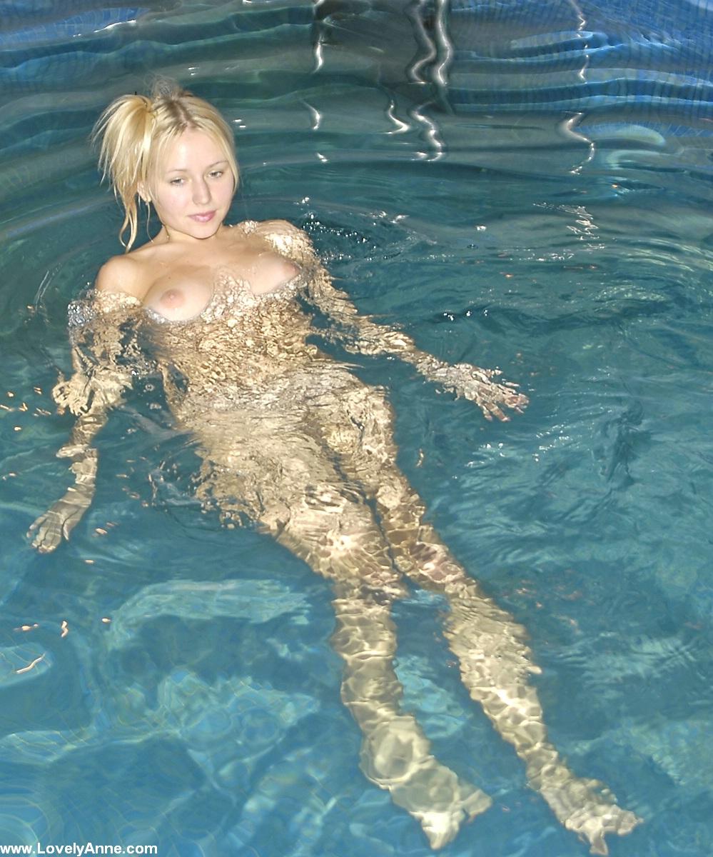 naked swimming pool girls