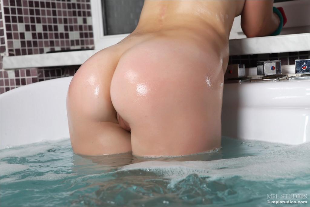 malena-f-wet-brunette-bathtube-nude-mplstudios-12