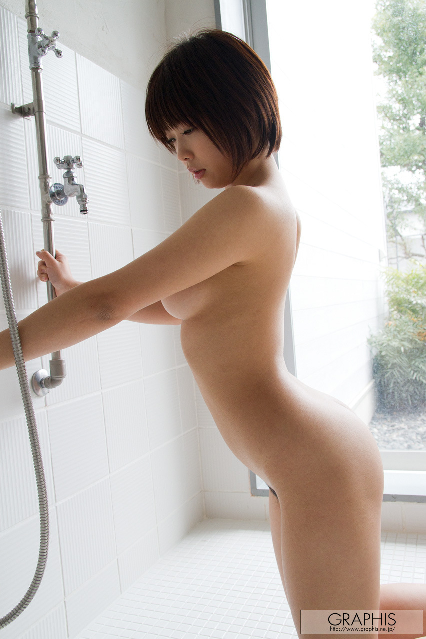 mana-sakura-asian-nude-bath-graphis-36