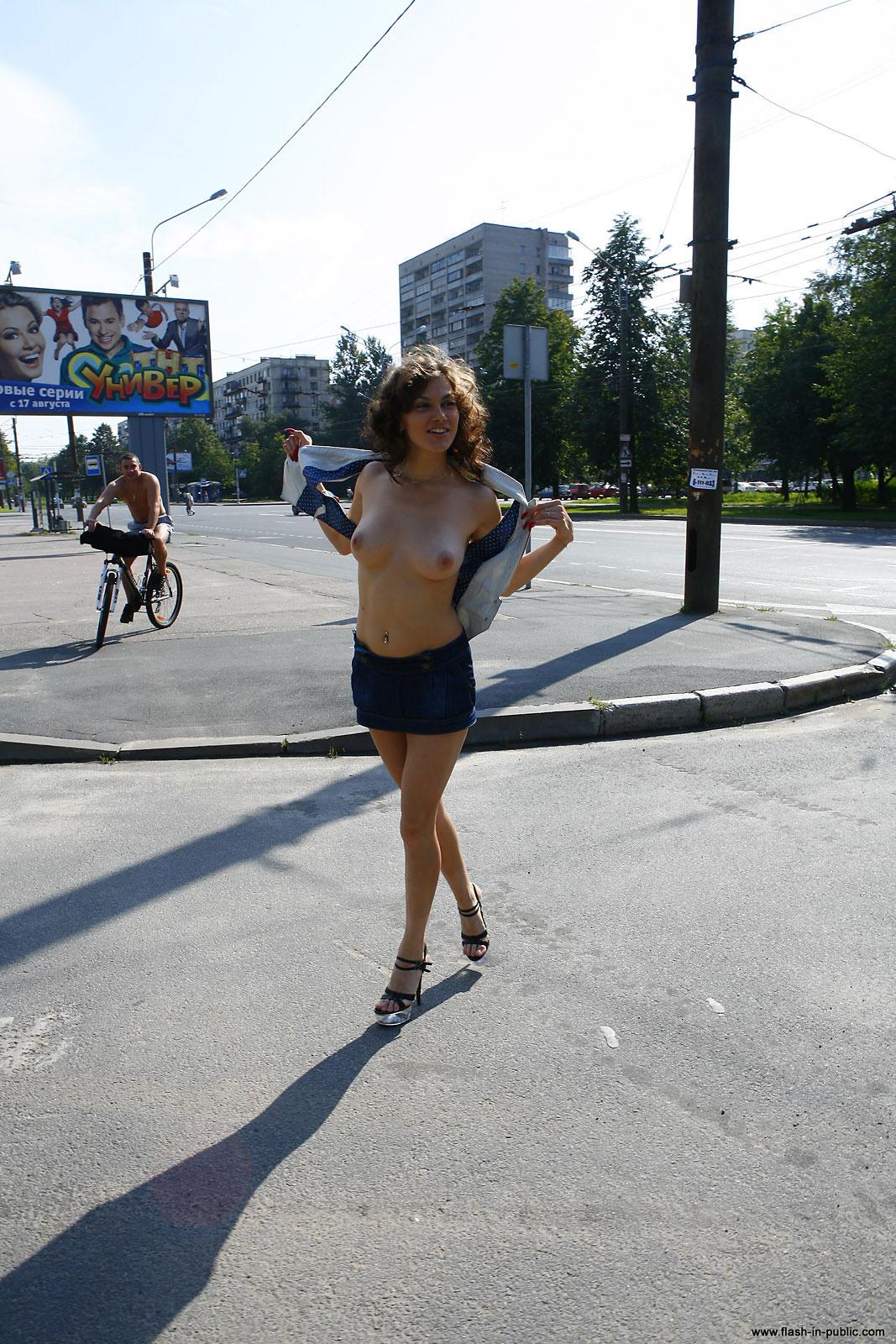 marianna-h-nude-park-flash-in-public-24