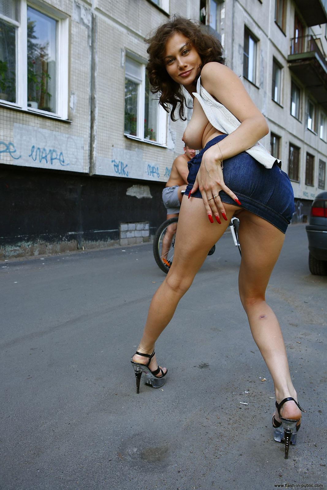 marianna-h-nude-park-flash-in-public-34