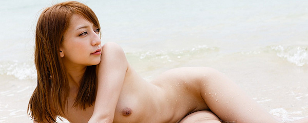 Marie Shiraishi on the beach