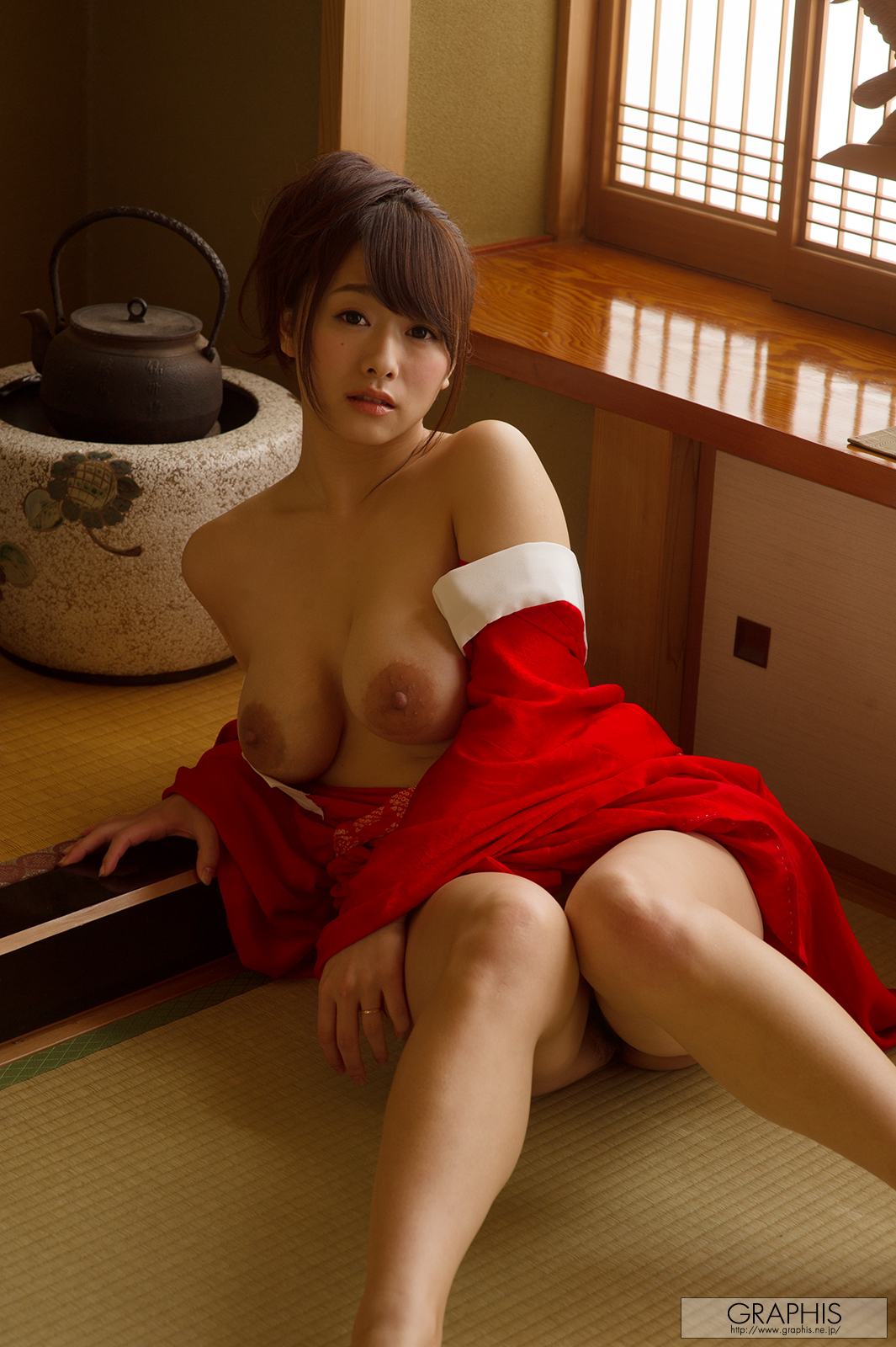 marina-shiraishi-red-kimono-boobs-naked-asian-graphis-12