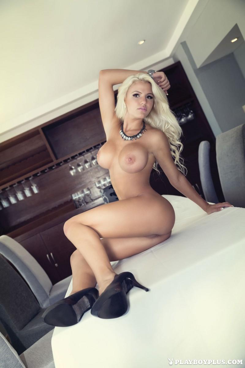 n a k e d pretty modelgirls boob
