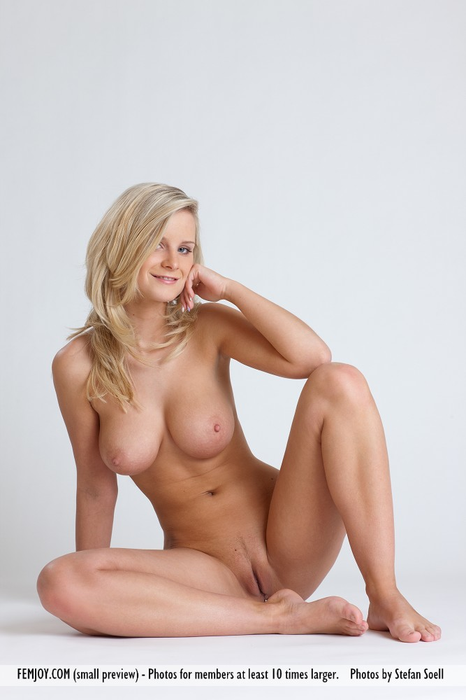Queen nude marry cdn.powder.com: over