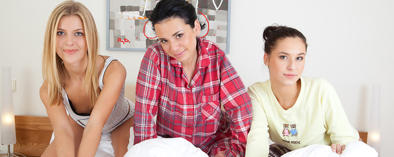 Martina, Diana & Mila  – Pajama party