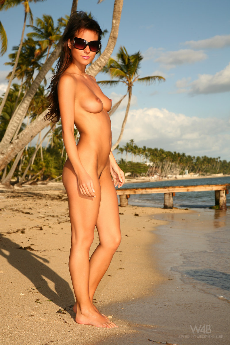 Arabic wide hips woman nude pict