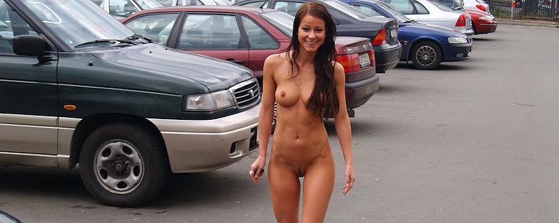 Melisa Mendini naked on a parking