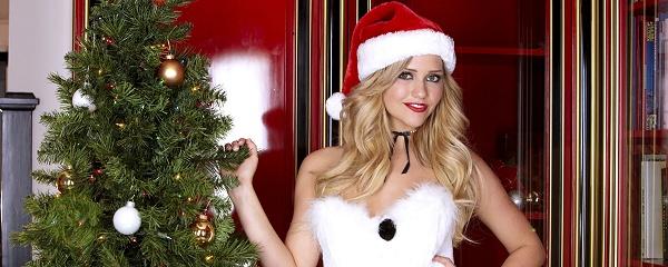 Mia Malkova – Christmas Snowman