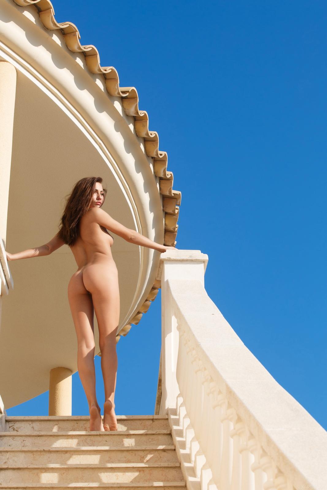 michaela-isizzu-stairs-high-heels-naked-sexart-44