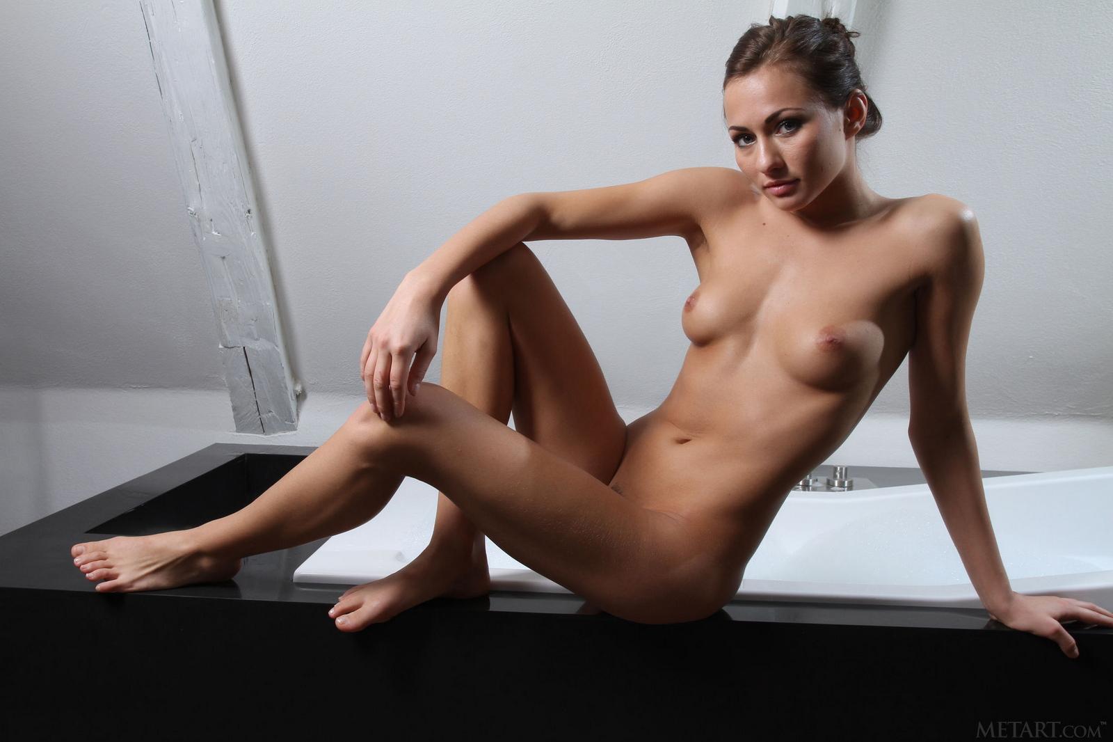 michaela-isizzu-naked-bath-wet-pussy-metart-01