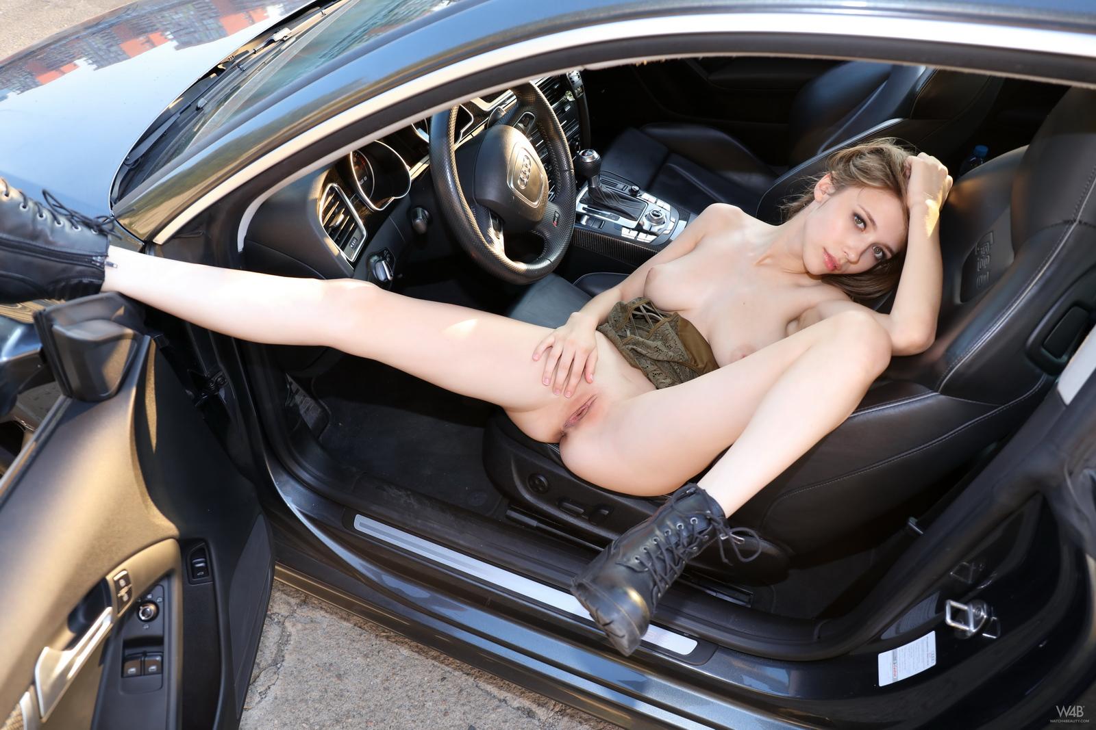 https://redbust.com/stuff/mila-azul-audi-rs5/milla-nude-audi-rs5-cars-pussy-watch4beauty-28.jpg