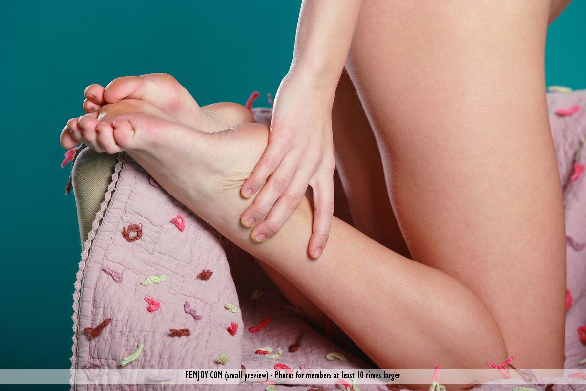 natalia-t-young-skinny-nude-femjoy-09