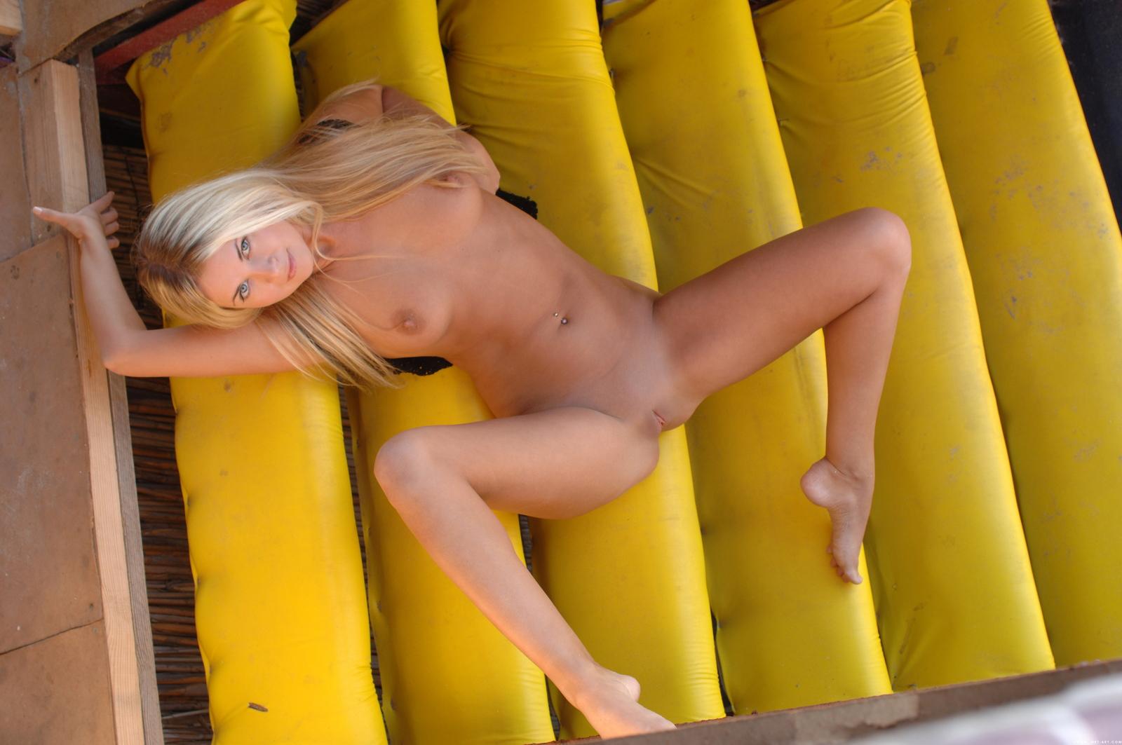 mira-a-beach-bar-blonde-naked-pussy-ass-metart-32