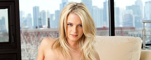 Misty Rhodes – Cyber Girl of the Month