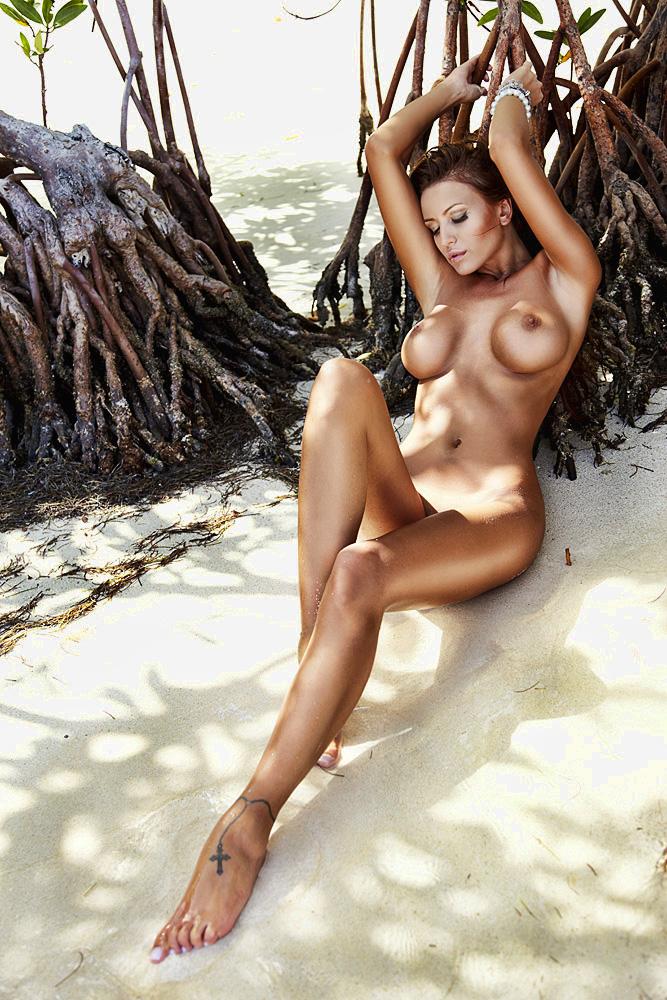 shemale-porn-monika-hot-nude-julianna