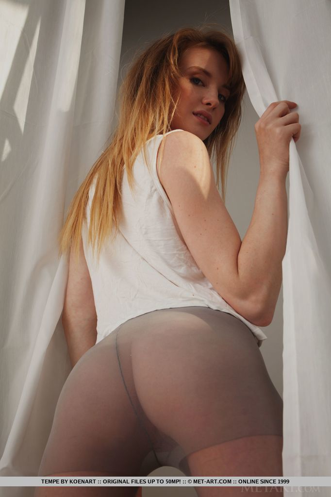 monika in ripped pantyhose redbust