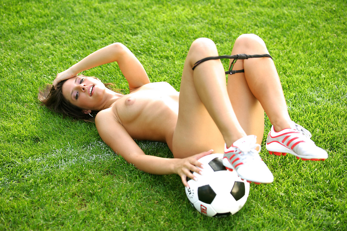 monika-vesela-soccer-w4b-12