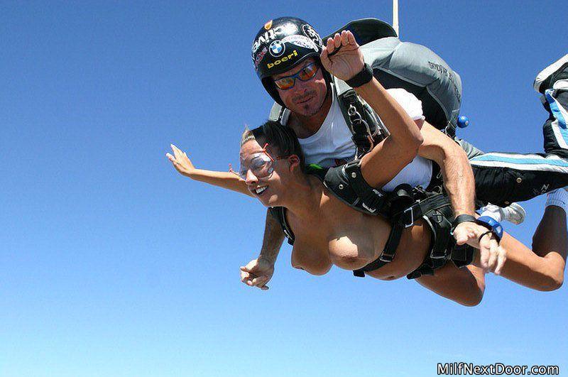 nude woman skydiving