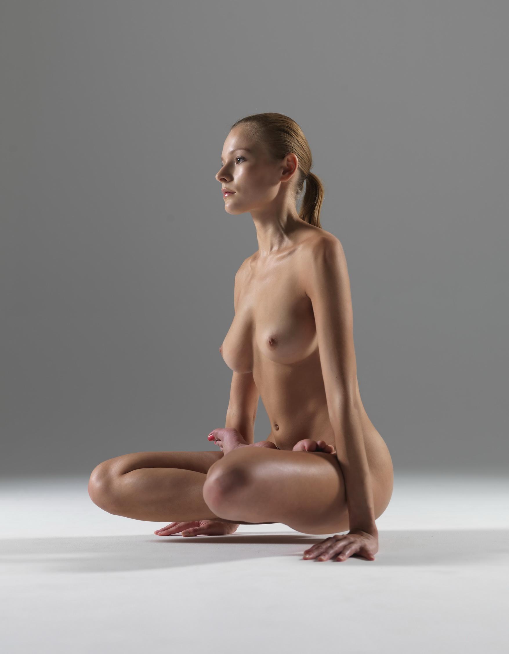 nude yoga luba