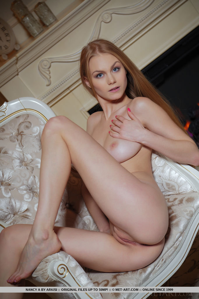 nancy-a-blonde-naked-retro-armchair-metart-09