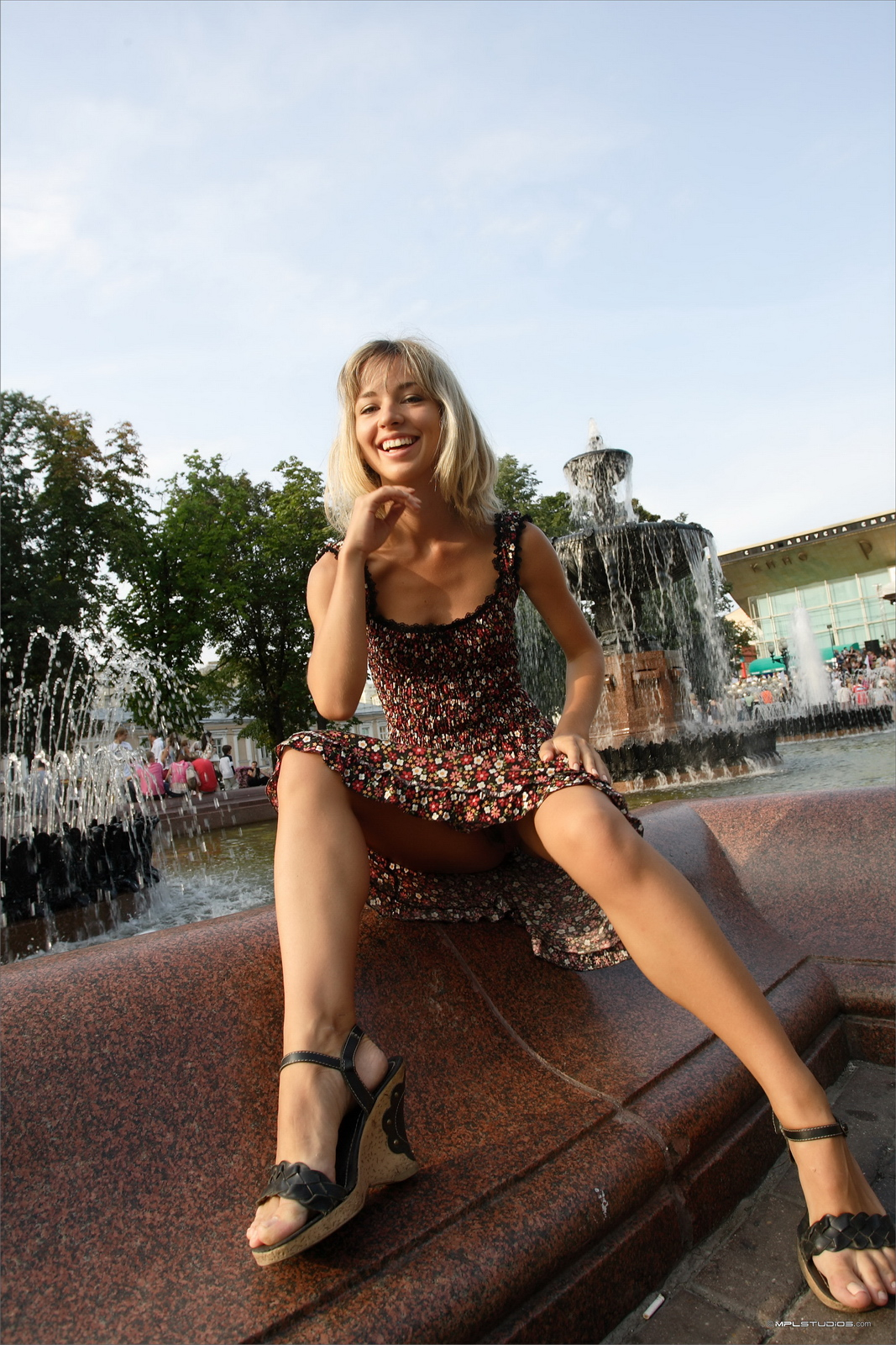 https://redbust.com/stuff/natalia-postcard-from-moscow/lia-flash-in-public-moscow-slim-girl-mplstudios-48.jpg