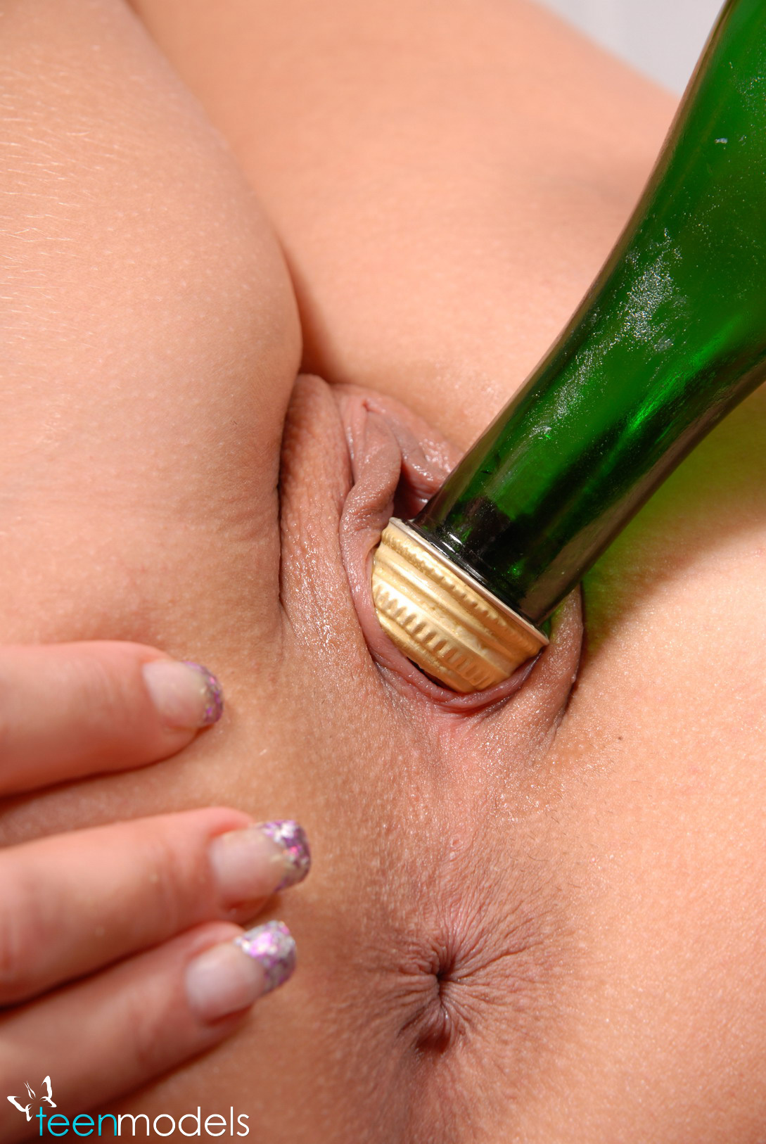 телки засовывают себе бутылки фото кружева