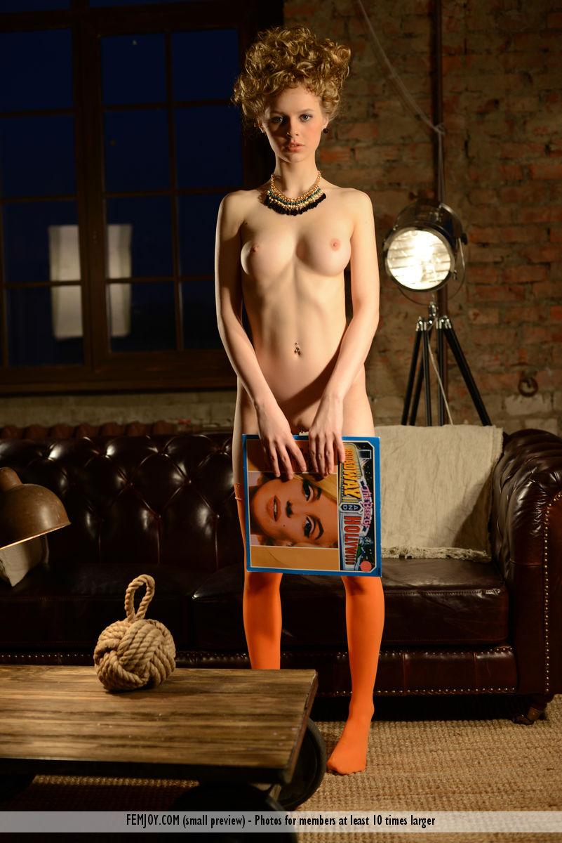 nika-l-stockings-femjoy-01