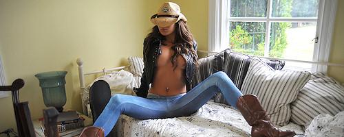 Nina James – Cowgirl with guitar