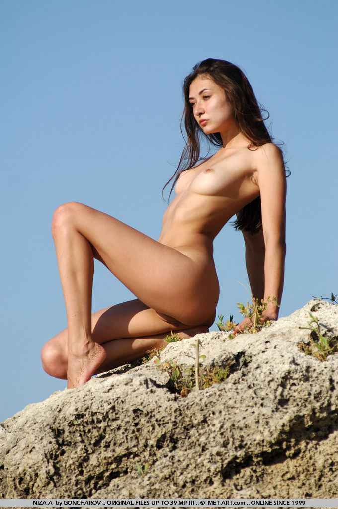 niza-a-nude-by-the-seaside-metart-01