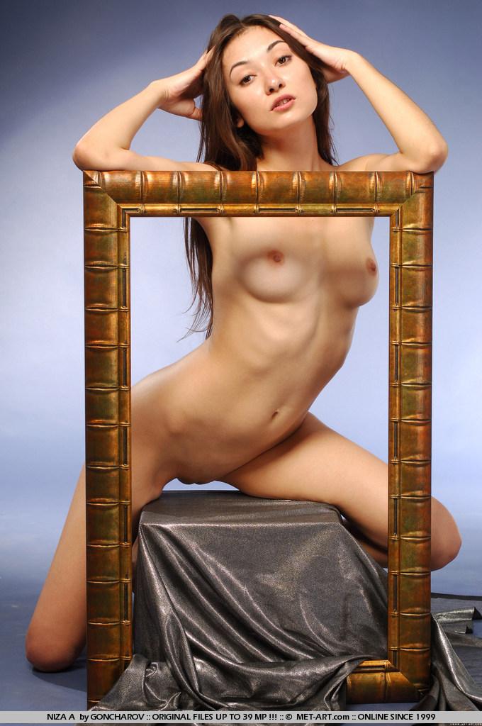 niza-a-picture-frame-naked-metart-10